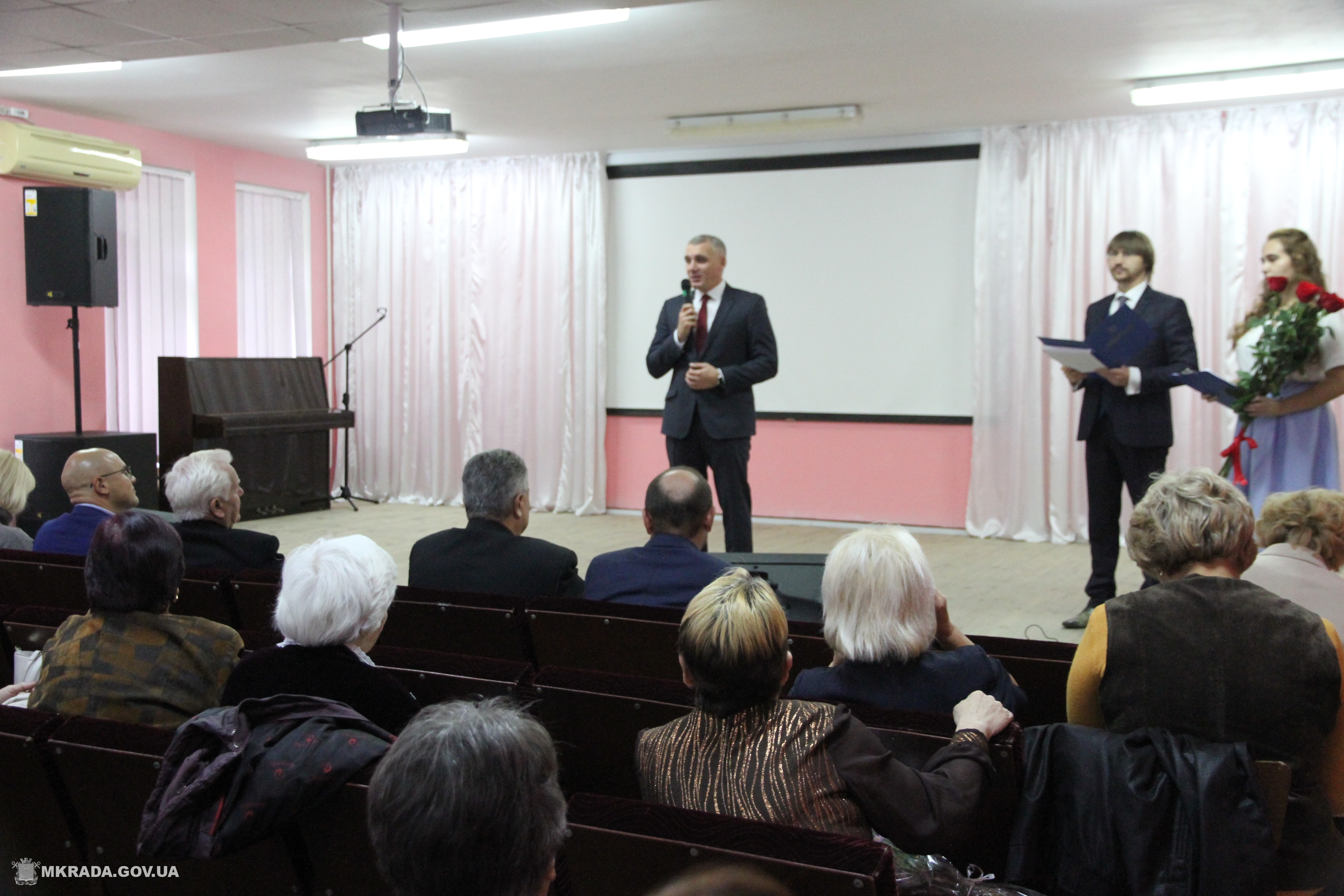 Мер Миколаєва привітав ветеранів педагогічної праці з нагоди професійного свята