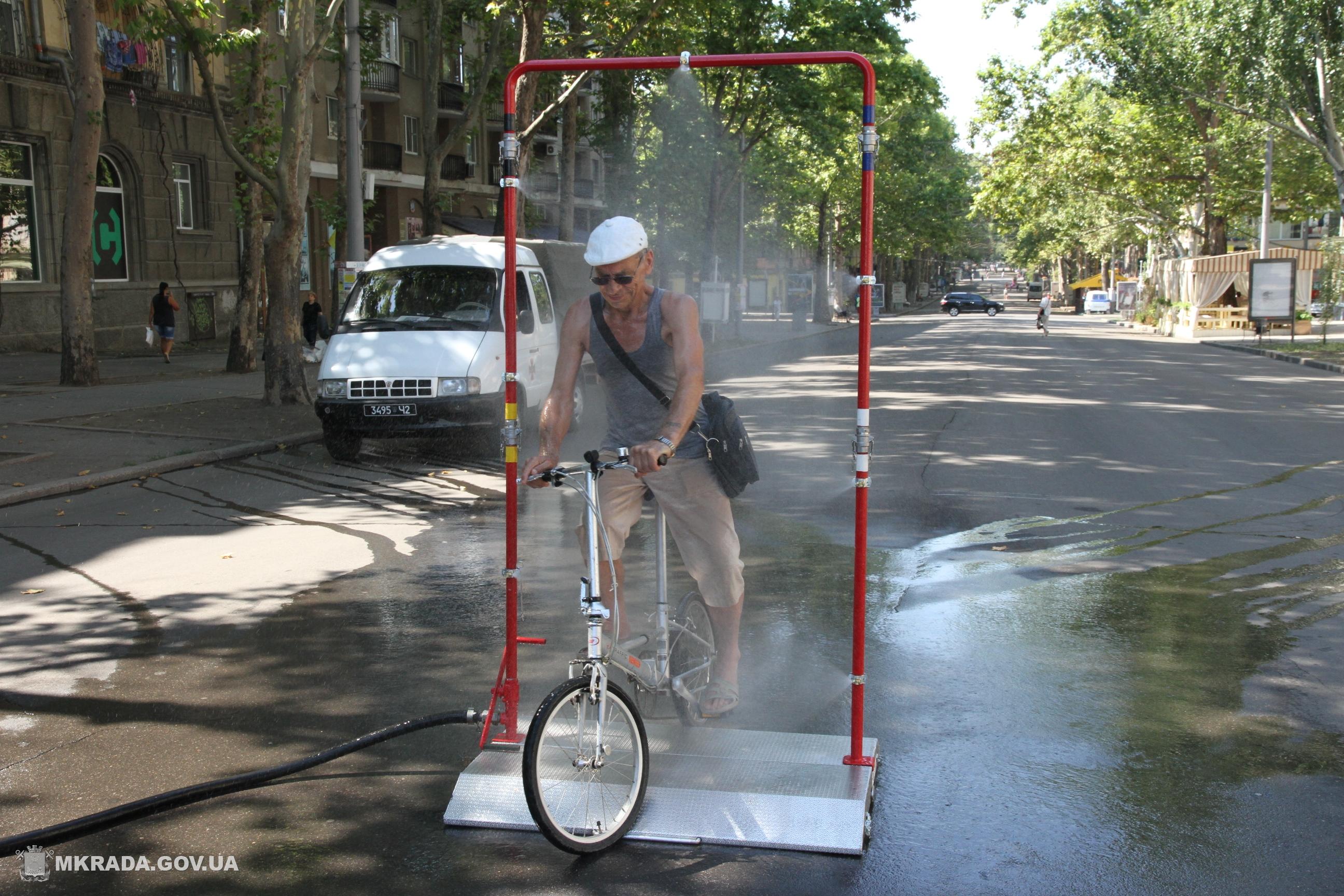 У Миколаєві встановили охолоджуючу рамку для боротьби зі спекою