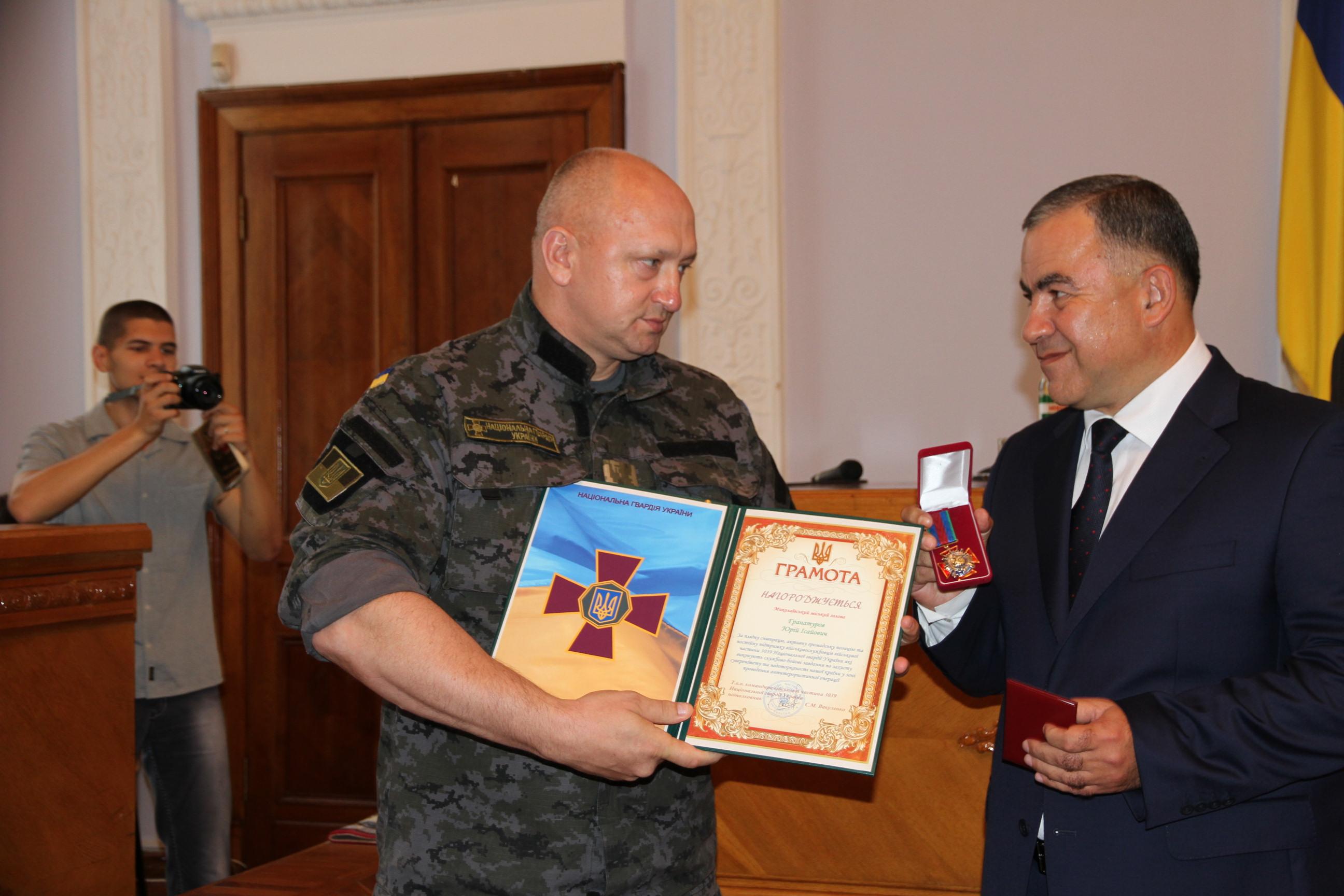 Мэр Николаева получил от Нацгвардейцев грамоту за помощь бойцам в зоне АТО (ФОТО), фото-3